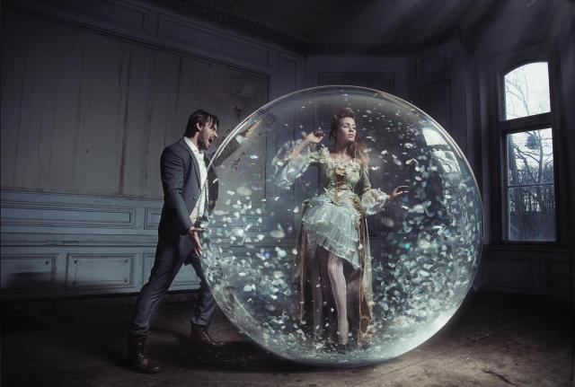 expat-relationships-life-woman-in-a-bubble-with-a-man-looking-in-from-outside